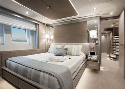 F140_lowerdeck_guest_cabin_mid